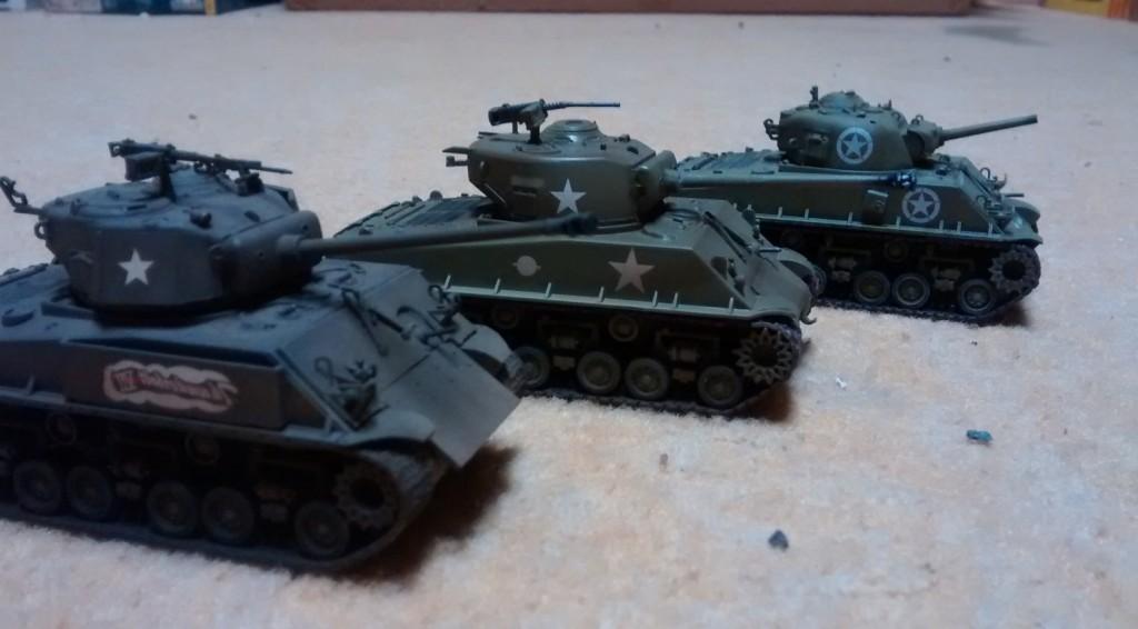 Drei M4A3E8 Easy Eight Sherman verschiedener Provenienzen