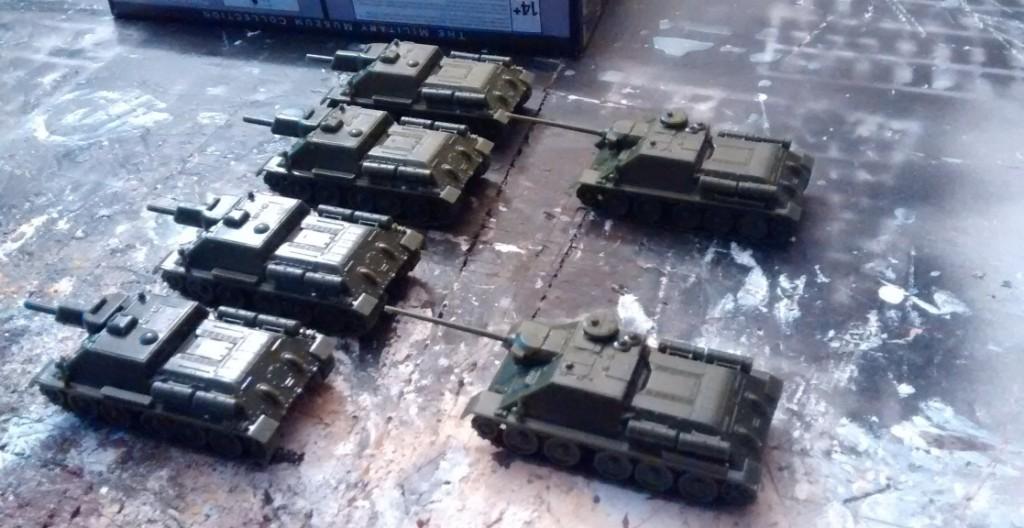 So ist es denn auch. Die vier SU-122 und die beiden SU-85M stehen traut vereint bereit, zum Lackieren in die Spessartwerke verfrachtet zu werden.