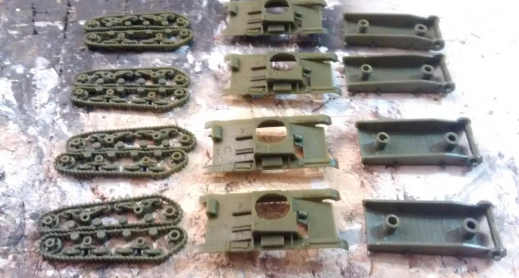 Die Montage des T-26 lässt sich einfach vorbereiten. Die Bauteile können leicht vom Gussast getrennt werden.