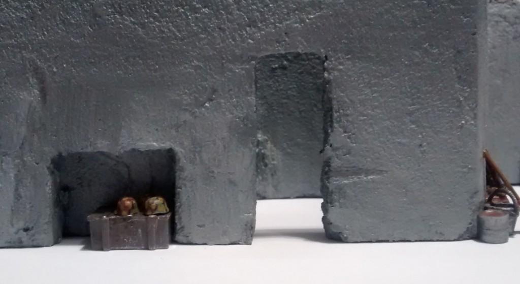 Hier ein Blick in die Munitionskammer und die daneben befindliche Aussparung im Gang vom Gefechtsraum nach hinten.