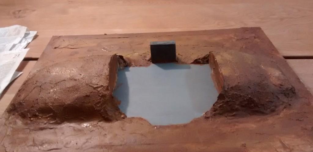 Hier der braun bemalte Untergrund der Platte, auf welcher ich den Regelbau aufstellen will.
