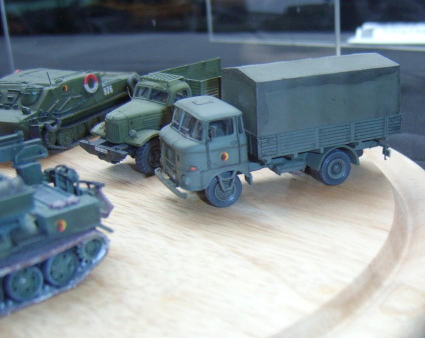 Verschiedene Trucks und Fahrzeuge der NVA