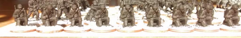Vorm Frühstück... habe ich dann auch mal gleich die 9 Funker für die 69th Infantry Division grundiert. Kann ja nie schaden.