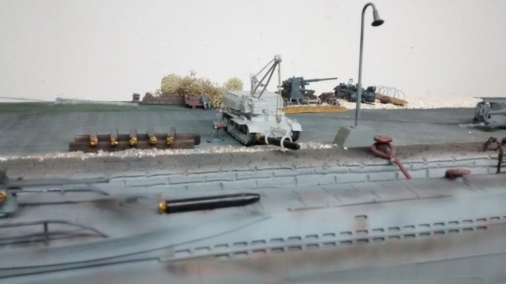 Der Munitionspanzer IV im Einsatz. Der Kran wird bemüht, schwere Lasten  zu bewegen.