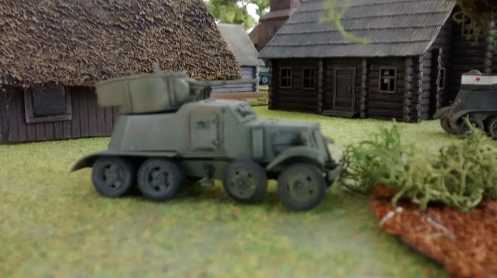 Der BA-6 mit dem mächtigen Panzerturm stößt zu einem schnellen Angriff auf die Japaner vor.