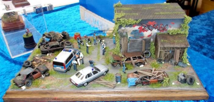 """Diorama """"Festnahme auf dem Schrottplatz"""". Wo sonst fängt die Polizei die wirklich gefährlichen Genoven?"""