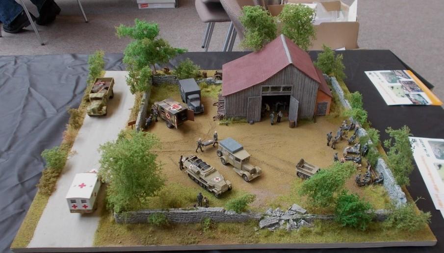 Das Feldlazarett auf diesem Diorama ist auch recht großzügig mit Fahrzeugen ausgestattet.
