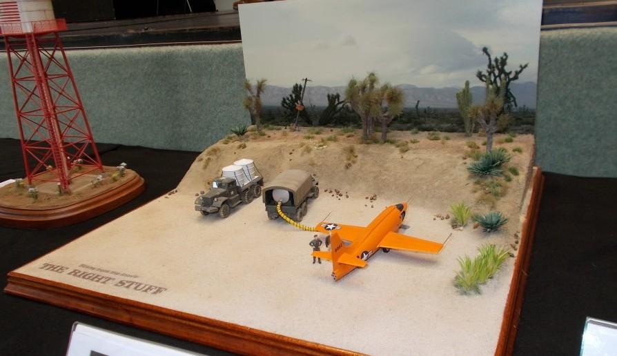 """Diorama """"Flugzeugbetankung in der Wüste"""""""