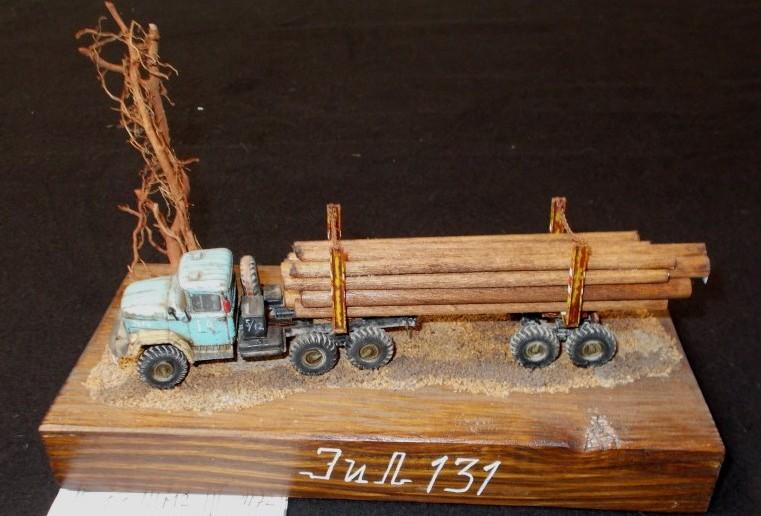 Auch dieser Holztransporrter ist etwas in die Jahre gekommen. Sehr stimmungsvoll inszeniert.