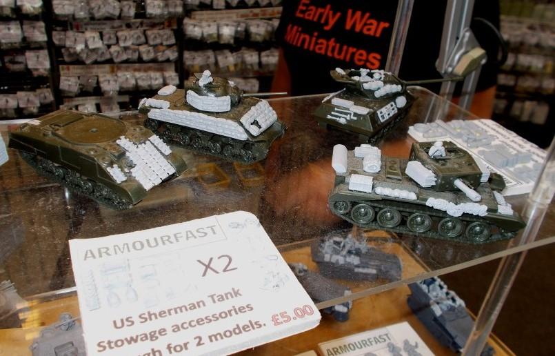 Am Stand von Early War Miniatures sieht man Stowage Accessoires für den US Sherman Tank.