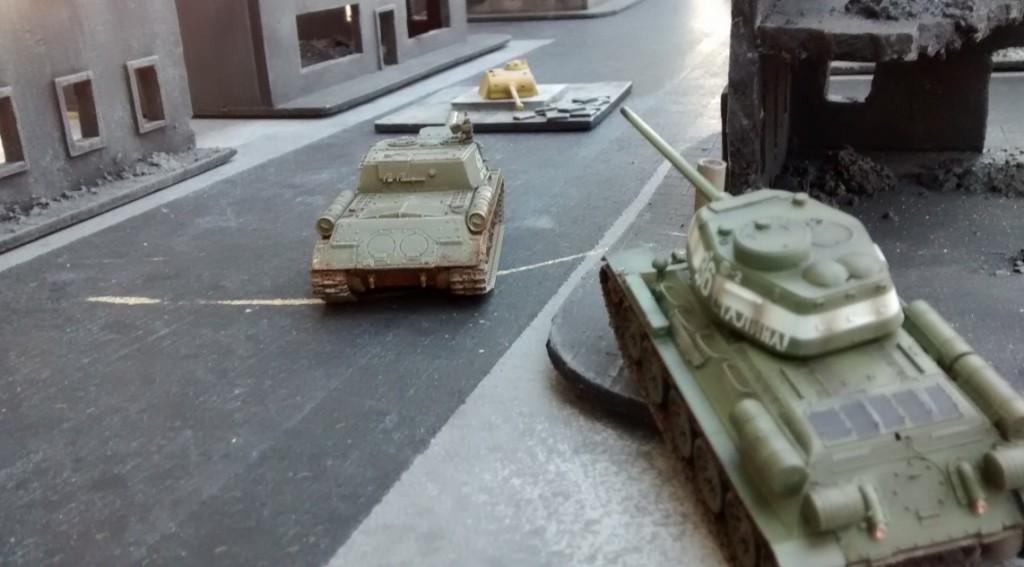 Der rote Sofageneral lässt ISU 152 und T-34/85 auf den Pantherturm los.