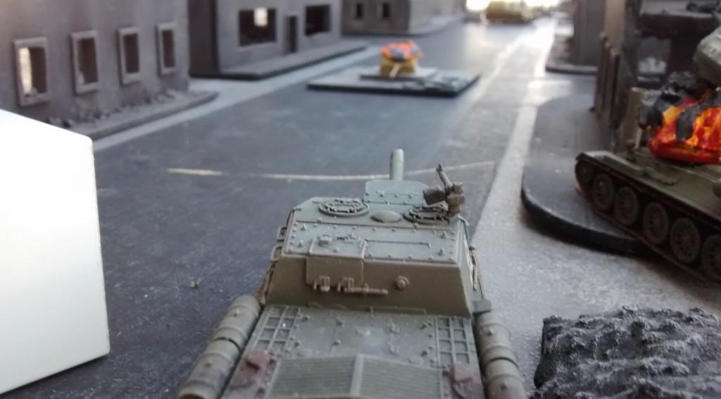 Das ISU 152 nimmt sich jetzt den Pantherturm alleine vor. Mit seiner Wumme ist nicht zu  spaßen!