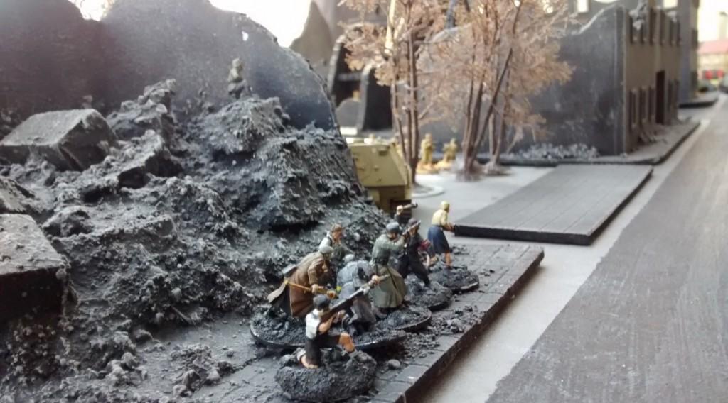 Dieweil geht der 10er-Trupp des Elefanten an der Ruine etwas in Deckung.