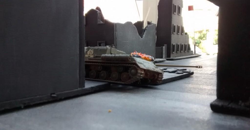 Aus der Perspektive des deutschen Truppführers sieht das allerdings wie eine Gelegenheit aus, mal die neuen Panzerfäuste zu testen.