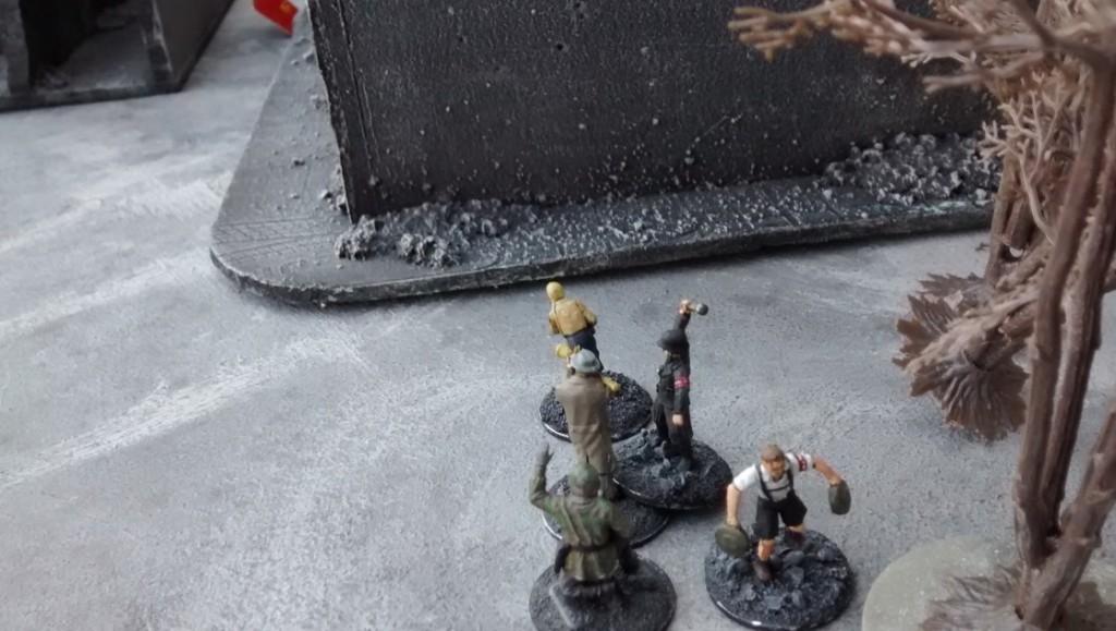 """... und noch eine! Das war's dann. Die Rotarmisten werden durch die beiden Sprengungen  aus dem Gebäude """"vertrieben"""". Damit ist das Spiel vorzeitig beendet und der deutsche Spieler gewinnt das Game trotz anfänglicher Unterlegenheit."""