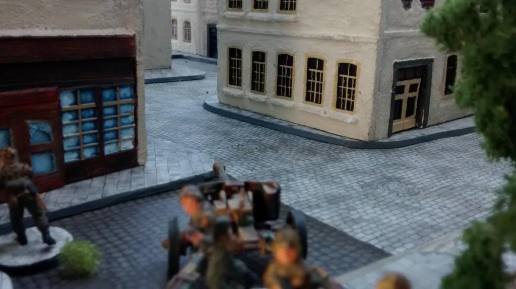 Die Pak Nr. 3 (ebenfalls eine 75mm-Pak 40)  bezieht Position, um die Straßen der Altstadt bestreichen zu können.