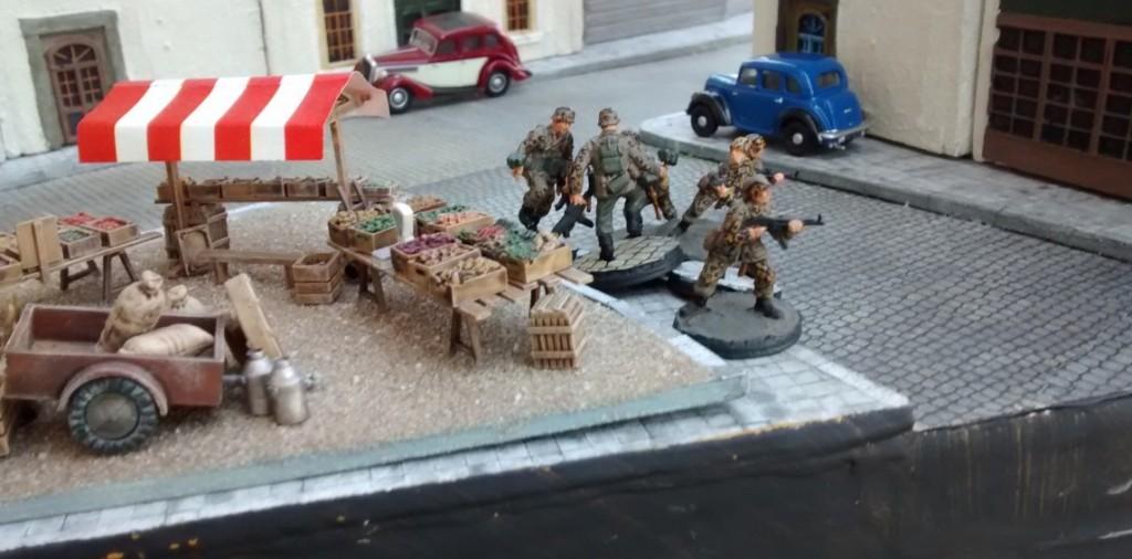 Dritter Spielzug auch für den Spieler der deutschen Armee. Ein Teil des 10er-Trupps geht weiter vor in Richtung Strand, während...