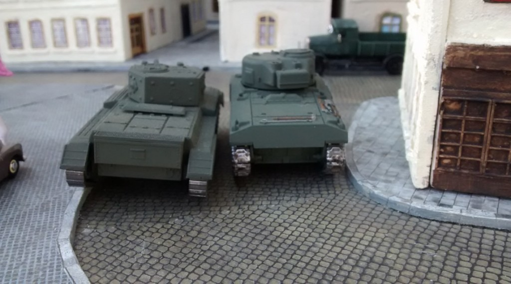 Der kanadische Spieler lässt die beiden Tanks in Richtung Plattenmitte in die Altstadt von Saint-Aubin-Sur-Mer eindringen. Offenbar ist ausreichend Infanterie zum Schutz zugegen.