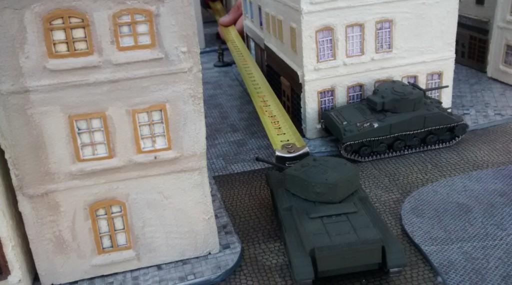 Da! Der deutsche Spieler schickt Panzerfaustschützen gegen die Tommykocher, vor allem gegen den Cromwell. Leider fehlen wichtige 4mm bis zum Treffer... Glück für die Kanadier an Bord des Cromwell. Pech für die Panzergrenadiere im nächsten Zug....