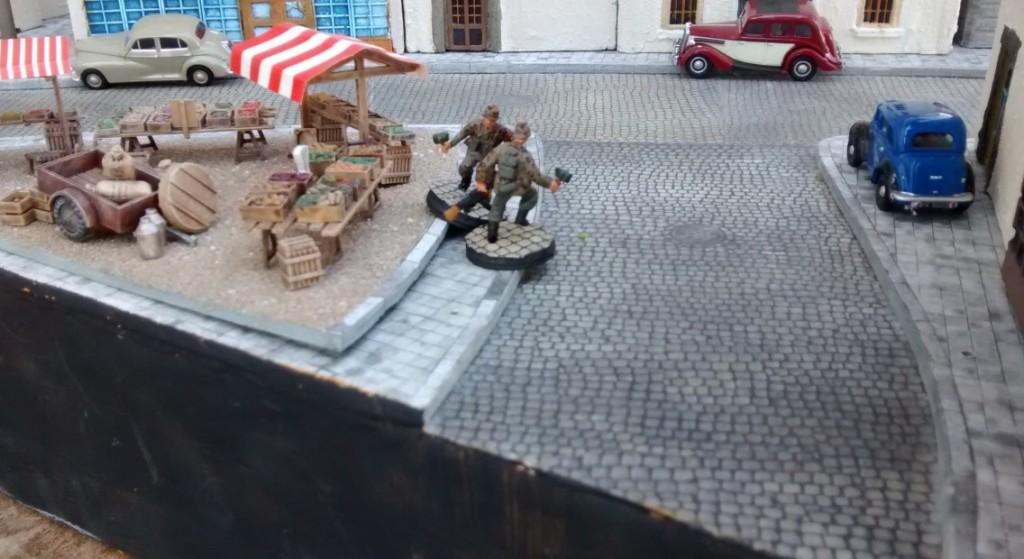 Auch am Marktplatz - wollte sagen am Place du marché - ging es zur Sache. Viele Auberginen wird Leutnant Schuster da nicht mehr abgeben müssen.