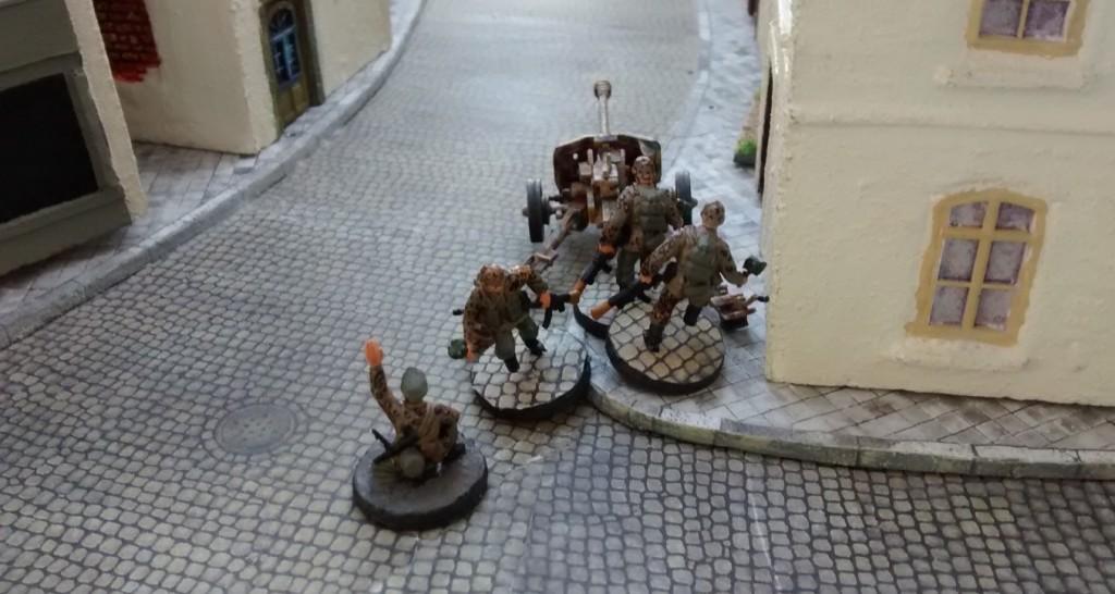In der Parallelstraße rückt Leutnant Pirdutzki mit seiner Pak vor.