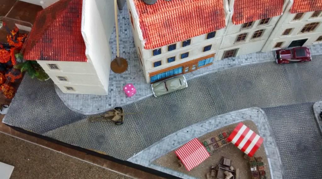 Der Trupp von Sergeant Chippi hat aufgehört zu bestehen... Leutnant Schuster und sein Gefreiter Memmelsdorfer haben vom Haus auf der gegenüberliegenden Seite aus das Gefecht klar für sich entschieden.