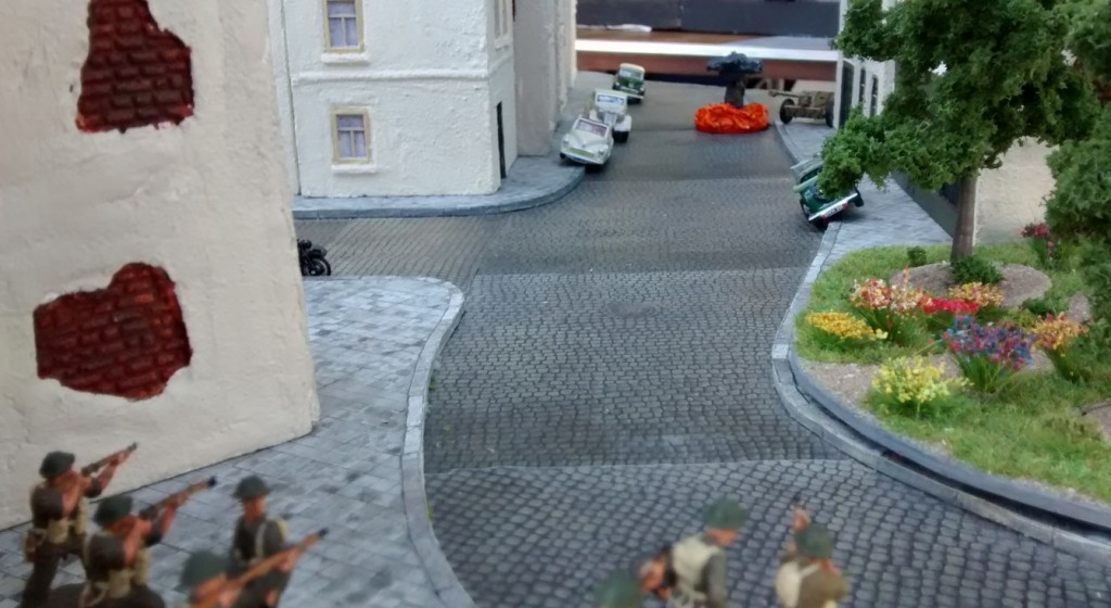 Sergeant MacCallahan und sein Trupp sind nicht mehr. Die beiden Sprengladungen haben das Haus zwar nicht völlig zum Einsturz gebracht, aber einstürzende Wände haben ihr Werk getan. Leutnant Herrmanns Trupp und Uffz Fietje  sind ebenfalls aus dem Spiel genommen.