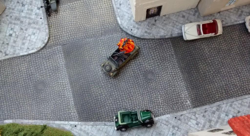 Private Hicklethumb führt den Trupp gegen den Kübelwagen ins Gefecht - und platziert einen Treffer...