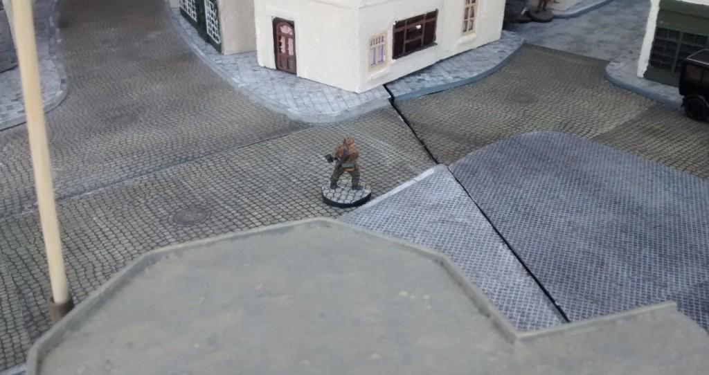 Leutnant Schuster schickt  den Gefreiten ins Rennen. Er soll den Trupp von Sergeant Bolter angreifen.