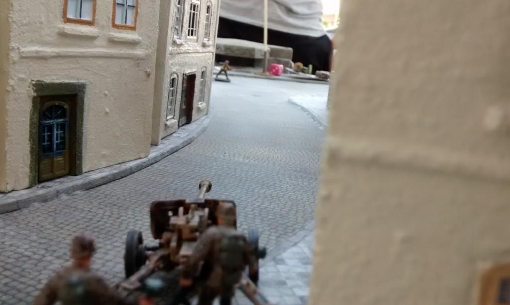 Ärgersam, die deutsche Pak 40 will mittun.