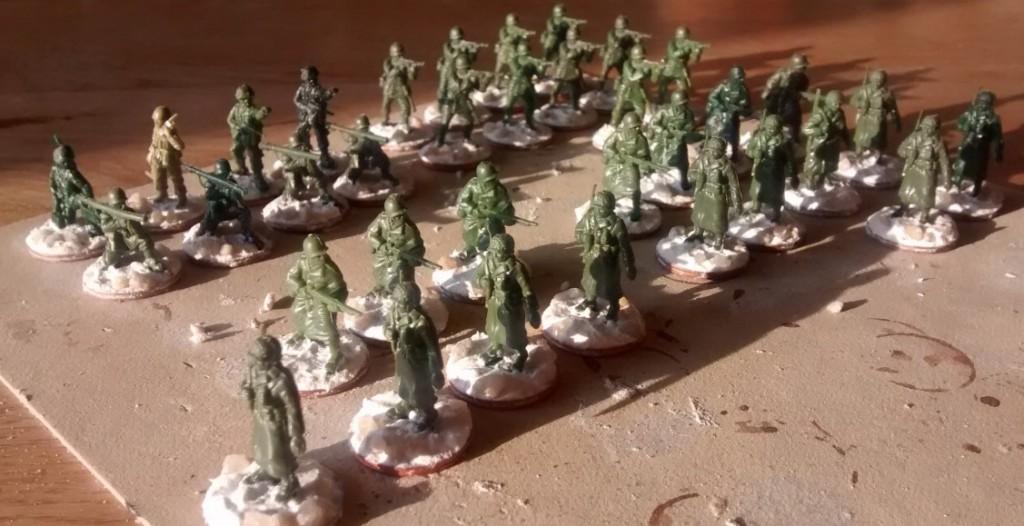 35 Minis stehen für das Wochenende an. Zwo Offiziere, ein Funker, ein paar weitere Bazookas und vor allem Schützen für das 2. und 3. Bataillon stehen vor der Bekleidungskammer.