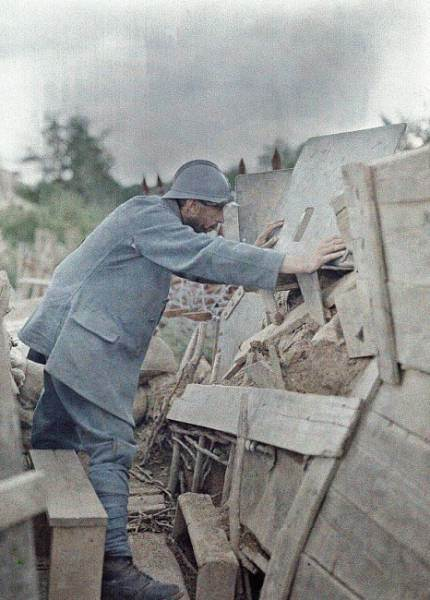 26. Juni 1917: ein französischer Soldat auf Wachtposten bei Eglingen / Frankreich