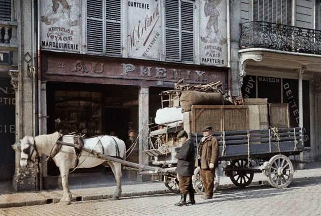 4. Mai 1917: Die Bewohner von Reims verlassen die Stadt während der zweiten Schlacht an der Aisne.