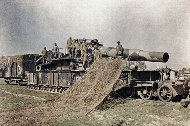 Das gleiche 370mm-Eisenbahngeschütz bei Noyon.