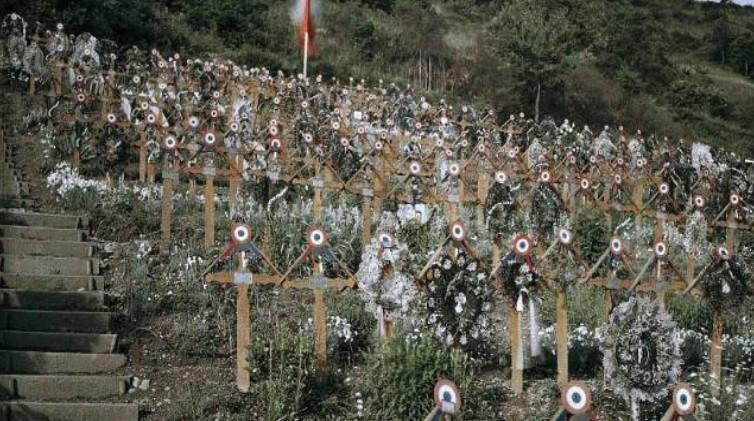 Ein Soldatenfriedhof  auf einem Hügel der Stadt Moosch im Elsass. In den Gräbern liegen Gebirgsjäger, die Elite der französischen Armee.