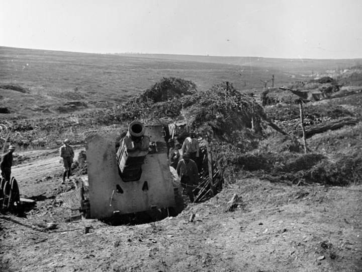 Eine Schneider 220mm-Schnellfeuer-Haubitze bei Verdun. August 1917.