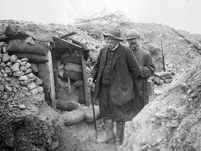 Clémenceau besucht die Front bei Mort-Homme bei Verdun. September 1917.