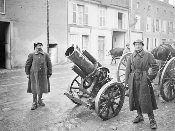 Ein erbeuteter deutscher 170mm-Mörser bei Verdun. September 1917.
