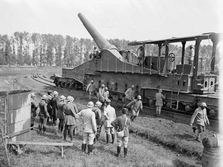 Ein schweres 320mm-Eisenbahngeschütz bei Thierville (Departement Meuse). September 1917.