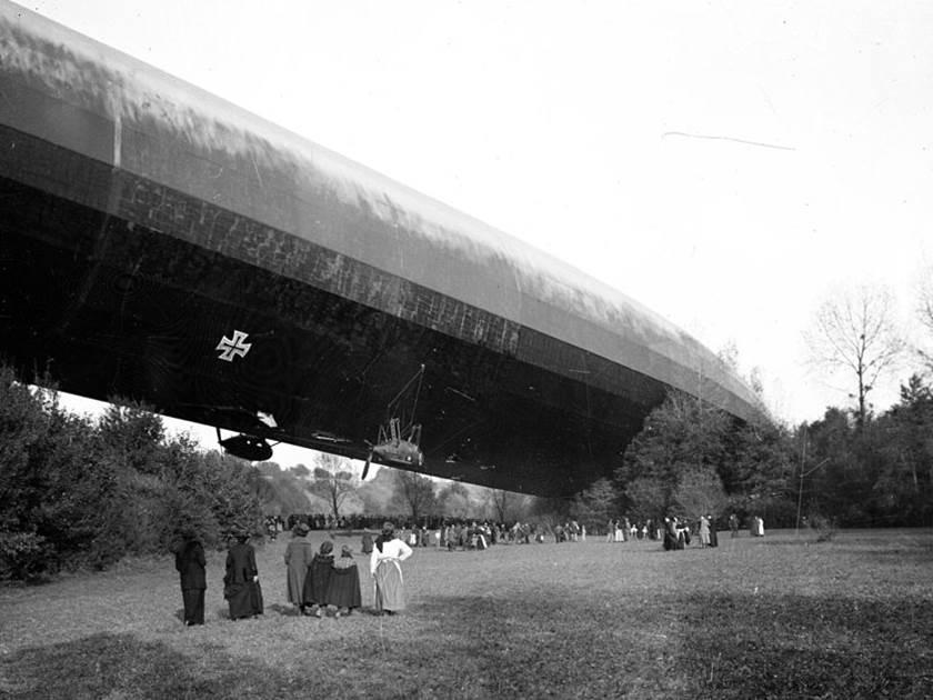 Erbeutung des deutschen Zeppelin L-49 bei Bourbonne-les-Bains (Departement Haute-Marne). Oktober 1917.