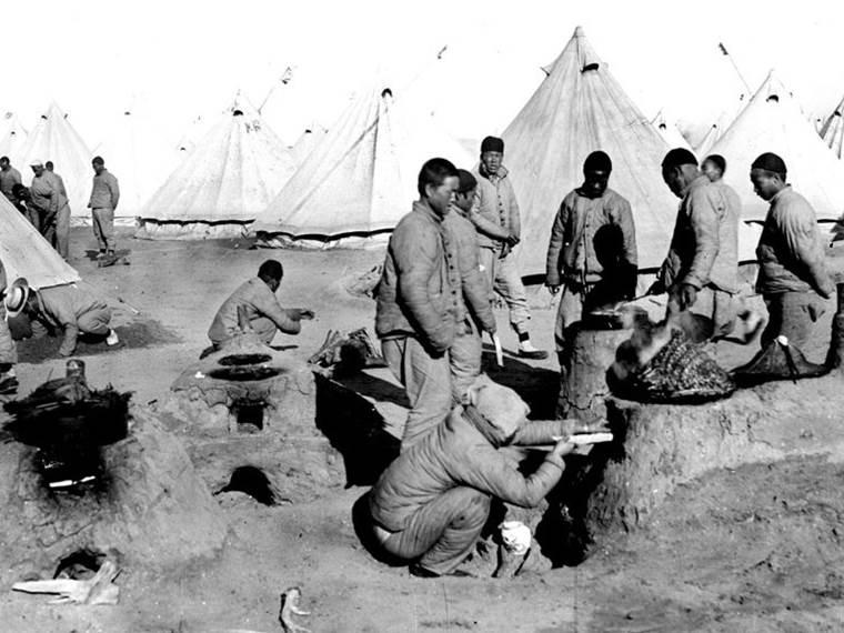 Die Küche im Lager der chinesischen Arbeiter in Port-Saïd in Ägypten. Januar 1918.