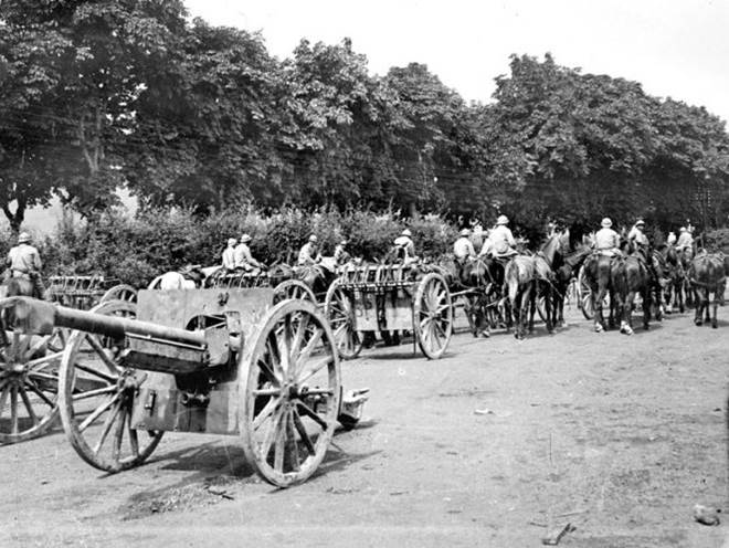 Aufprotzen von 75mm-Geschützen in der zweiten Schlacht an der Marne. Juli 1918.