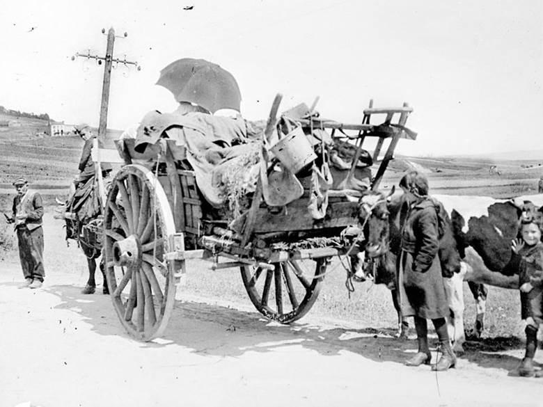 Evakuierte fliehen aus der Kampfzone bei Epernay. Zweite Schlacht an der Marne. Juli 1918.