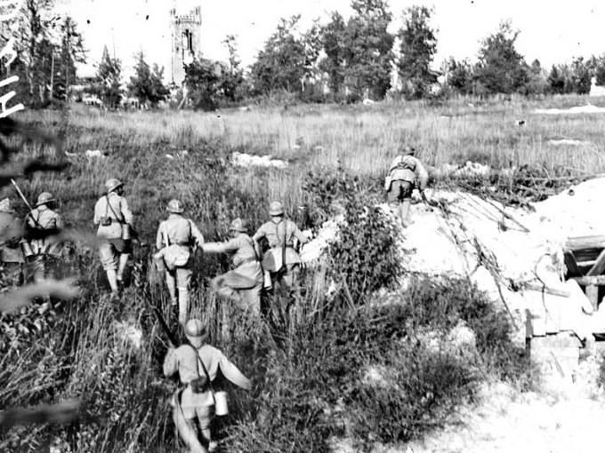 Eine Infanteriekompanie greift an. Zweite Schlacht an der Marne. Juli 1918.