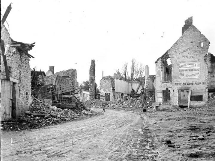 Ruinen der Ortschaft Rouilly bei Reims. August 1918.