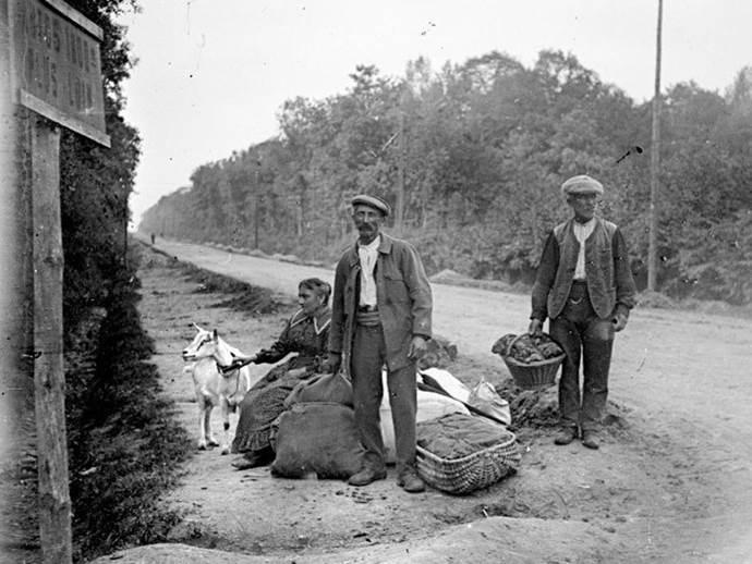 Nach der zweiten Schlacht an der Marne kehren die bewohner der Ortschaft zurück. August 1918.