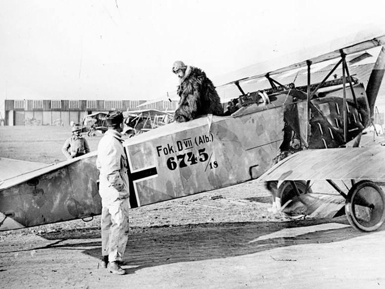 An die französische Armee übergebene deutsche Focker D VII bei Habay-la-Neuve in Belgien. November 1918.