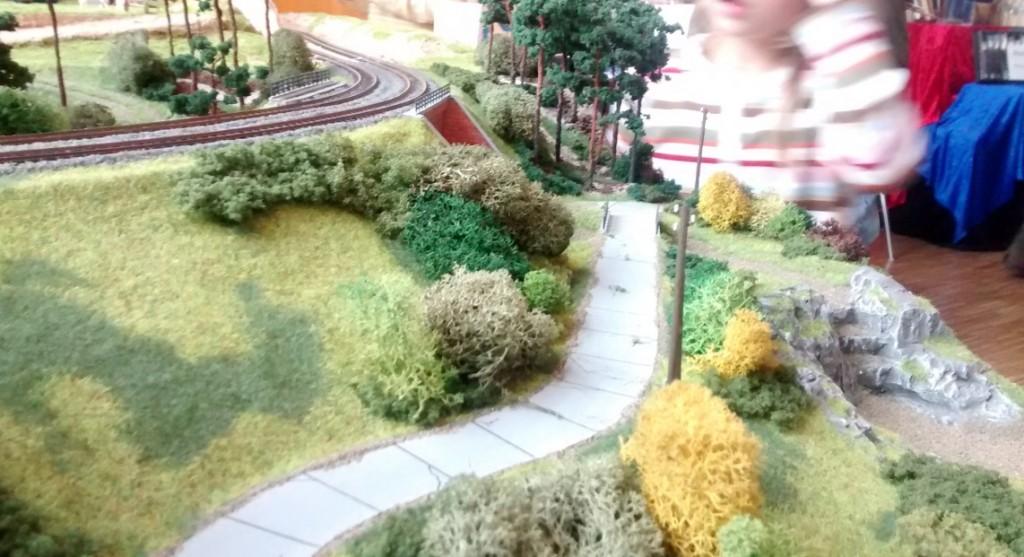 Angenehm fürs Auge: die Landschaftsgestaltung entlang des Bahndamms