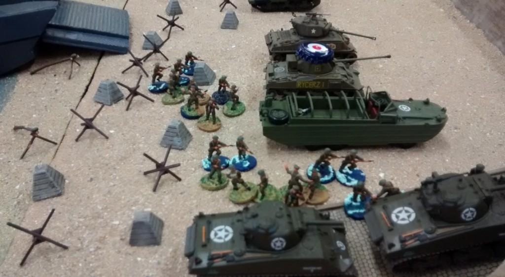 Call of Duty: auch am Strand bewegen sich die 10er-Trupps in Richtung Rampe.