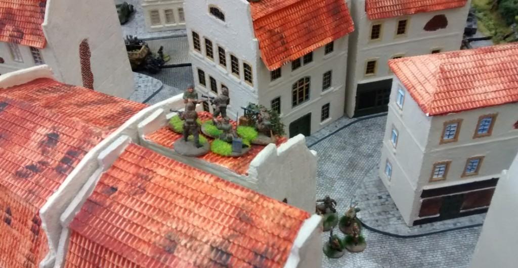Mehr und mehr Häuser werden von deutschen Truppen besetzt und zur Verteidigung eingerichtet.